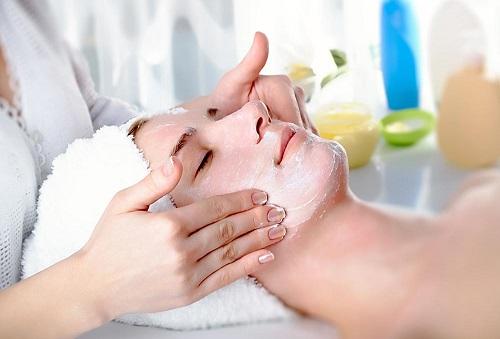 Kosmeticheskij massazh lica