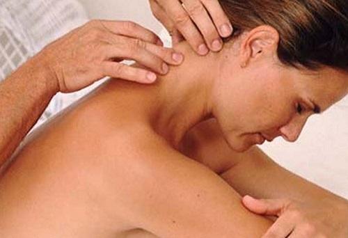 Как правильно делать  массаж спины при остеохондрозе