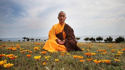 monah meditiruet