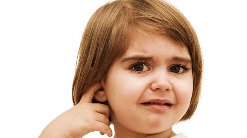 Otit u detej: prichiny i pervaya pomoshch'
