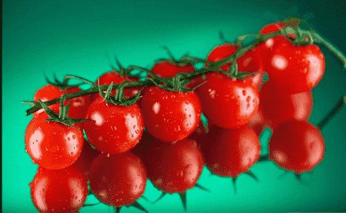 Iz spelyh pomidorov delayut sok