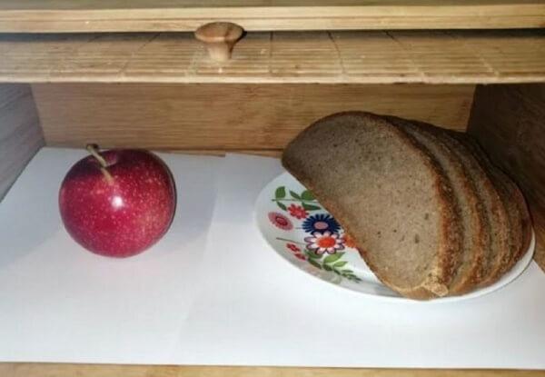 Заплесневел хлеб в хлебнице